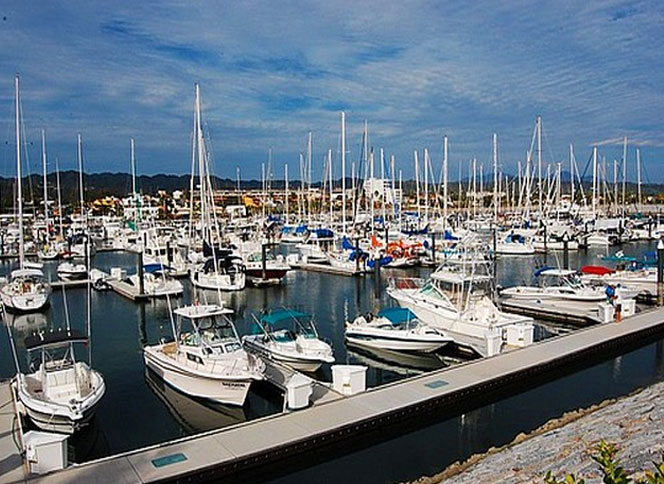 Harbor in La Cruz de Huanacaxtle Mexico
